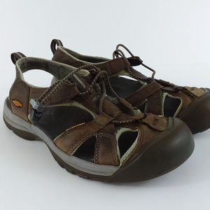 KEEN close-toed leather sandals 9.5